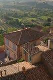 一个典型的意大利村庄 蒙特普齐亚诺 房子屋顶的看法  免版税库存照片