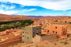 一个典型的摩洛哥巴巴里人村庄的风景 免版税库存图片