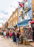 一个典型的看法在坎登市场伦敦上 库存照片