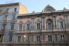 一个典雅的宫殿的门面的中央部分在的里雅斯特弗留利Venezia朱莉娅(意大利) 库存照片