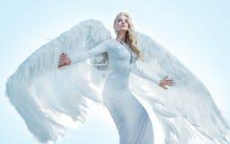 一个典雅,白肤金发的天使的画象 图库摄影