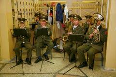 一个军事乐队的音乐家 库存图片