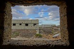 一个军事基地的被放弃的大厦 免版税库存照片