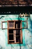 一个农村房子的窗口晴朗的秋天天, Deliblatska pescara 库存图片