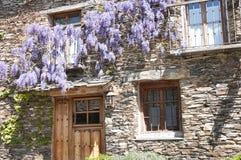 一个农村房子的门面特点黑建筑学 图库摄影