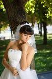 一个冥想的姿势的新娘 免版税库存图片