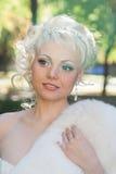 一个冥想的姿势的新娘 免版税库存照片