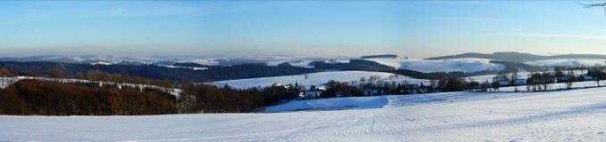 冬天风景在Erzgebirge,德国 免版税库存照片