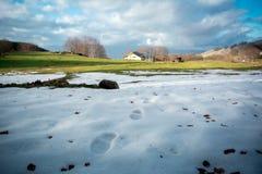 一个冬天风景的水平的看法与恶劣的雪的在Ital 库存照片
