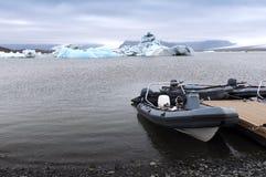 一个冰河湖 图库摄影