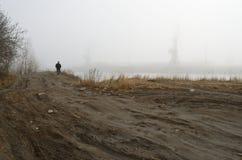 一个冷的有雾的早晨 免版税库存图片