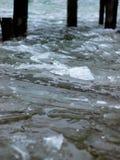 一个冻湖的一个船坞 库存图片