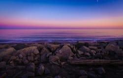 一个凉快的海滩春天晚上 免版税图库摄影