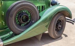 一个减速火箭的汽车帕卡德敞篷车轿车的备用轮胎1934年 库存照片