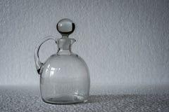 一个几何,长方形被仿造的清楚的玻璃花瓶 库存图片