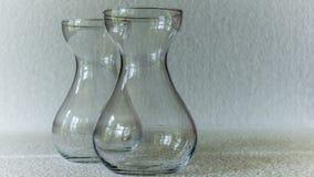 一个几何,长方形被仿造的清楚的玻璃花瓶 免版税库存照片