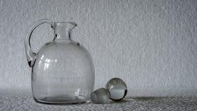 一个几何,长方形被仿造的清楚的玻璃花瓶 库存照片