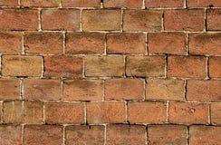 一个凹凸不平的砖墙 免版税库存图片