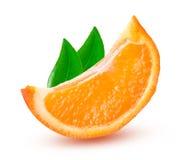 一个切片橙色蜜桔或Mineola与在白色背景隔绝的叶子 库存照片