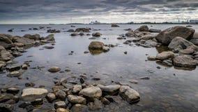 一个剧烈的海视图在北瑞典 免版税库存照片