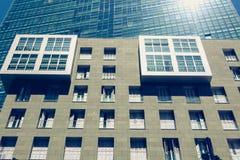 一个办公室塔的建筑细节在现代区o 免版税库存照片