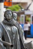 一个匿名路人的纪念碑,雕塑耶日Kalina,弗罗茨瓦夫,波兰 库存照片