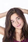 一个十几岁的女孩手的画象在这里在wh隔绝的头后的 免版税库存图片