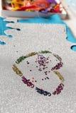 一个十岁的女孩做的圣诞节装饰的心脏 库存图片