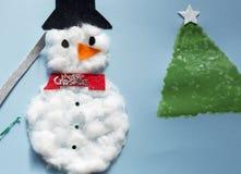一个十岁的女孩做的圣诞节装饰 图库摄影