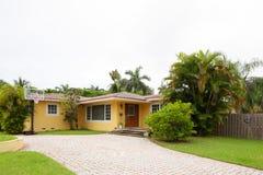 一个单身家庭的房子的储蓄图象 免版税库存图片