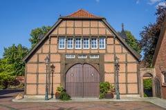 一个历史农场的入口在Haselunne 免版税库存照片
