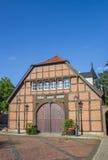 一个历史农场的入口在Haselunne 库存图片