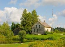 一个历史的房子和谷仓在弗吉尼亚 图库摄影
