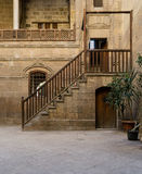 一个历史的房子的庭院在老开罗,埃及 免版税库存照片
