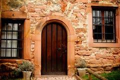 一个历史的房子的门 免版税库存图片