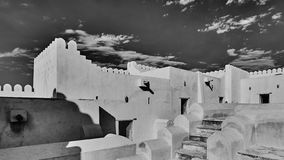 一个历史阿拉伯堡垒有看法外部和里面在黑白 免版税库存图片