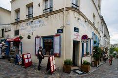 一个历史建筑的餐馆在蒙马特,巴黎 免版税库存照片