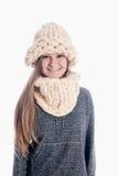 戴一个厚实的围巾和帽子的女孩 免版税库存图片
