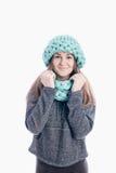 戴一个厚实的围巾和帽子的女孩 免版税库存照片