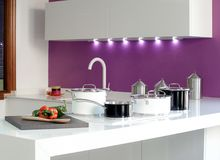 一个厨房的总图有黑白罐的2 库存照片