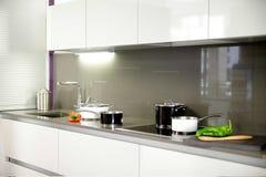 一个厨房的总图有黑白罐的4 免版税库存图片
