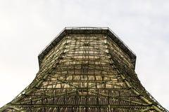 一个发电站的老冷却塔,有白色背景 免版税图库摄影