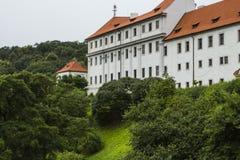 一个古老修道院的墙壁在布拉格 cesky捷克krumlov中世纪老共和国城镇视图 免版税库存照片