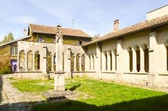 一个古老修道院的奔跑 库存图片