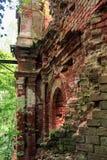 一个古老修道院的废墟 免版税库存图片