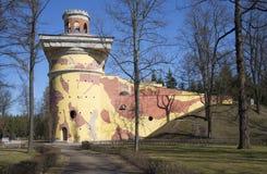 一个古老塔在4月天 Tsarskoe Selo 免版税图库摄影
