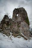 一个古老塔的废墟在Iverskaya的或者Anakopian,在新阿丰,阿布哈兹附近的山 图库摄影
