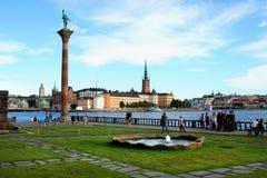 一个古老大厦在斯德哥尔摩使用了当有欧盟旗子的市政厅 免版税库存照片