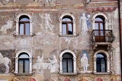 一个古老大厦的前面,特伦托 免版税图库摄影
