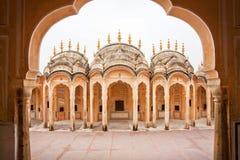 一个古老大厦的曲拱在印地安样式的 图库摄影